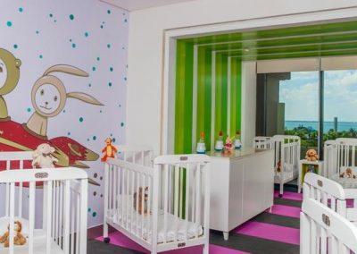 72paradisuscancun-familyconciergelounge-babiesarea