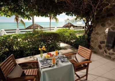 Sandals-Halcyon-Beach-Room-009-Beachfront-Grande-Luxe-Walkout-Club-Level