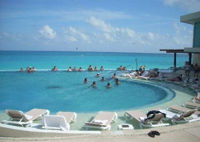 activity-pool-swim-up