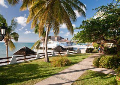 beachfront-grande-luxe-walkout-club-level-room-3