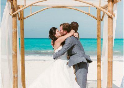 reneehollingsheadphotography_great_exuma_island_sandals_emerald_bay_wedding_00411